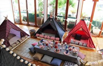 Na festa: pijama <br>e cabana