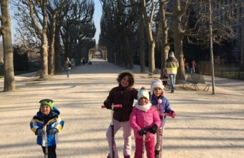 Na Estrada: Paris <br>de patinete