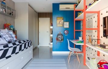 Azul com laranja
