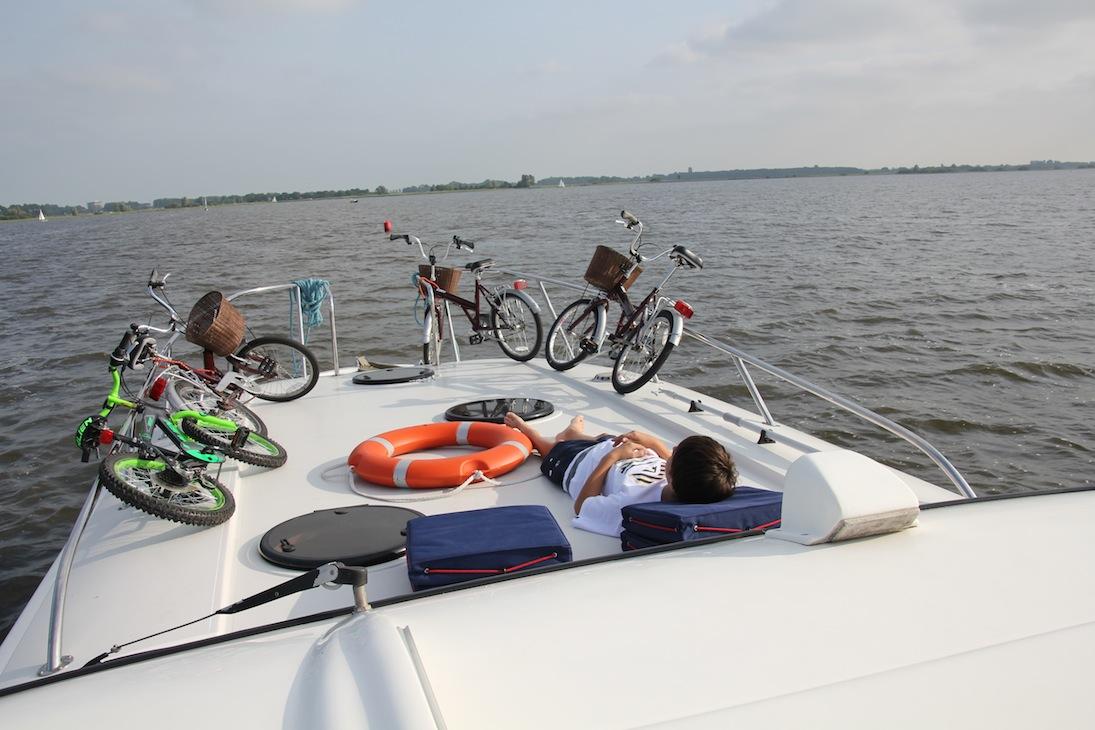 Barco-casa pela Holanda